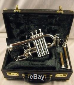 Yamaha Ytr 9820c Custom Professional 4 Valve D'argent Bb Piccolo Trumpet Beau